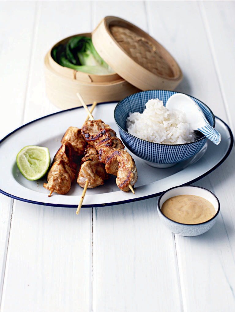 Quick satay chicken skewers with rice