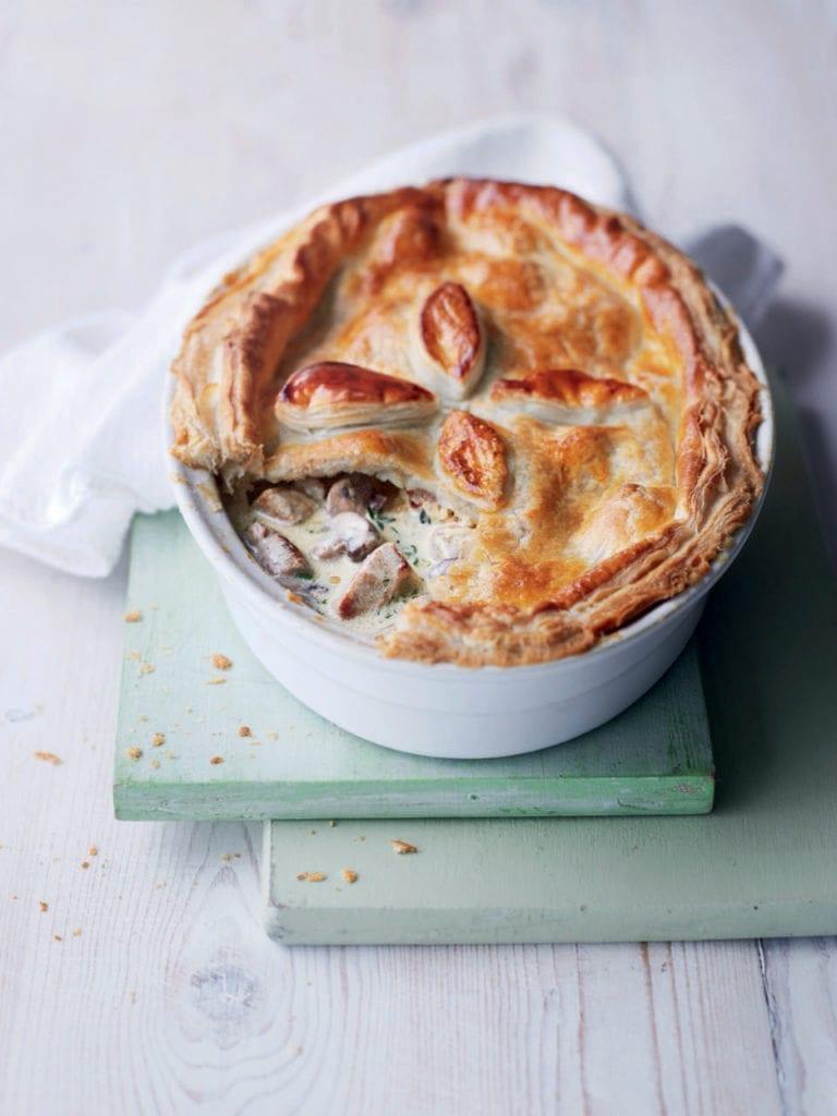 Creamy pork and mushroom pie