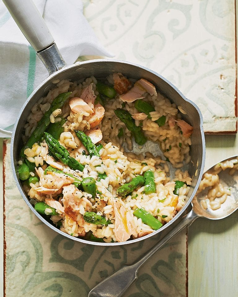 Asparagus and hot-smoked salmon risotto