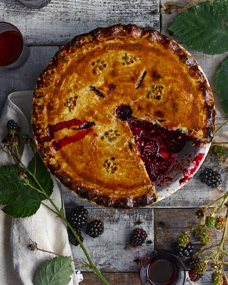 Sloe gin bramble pie