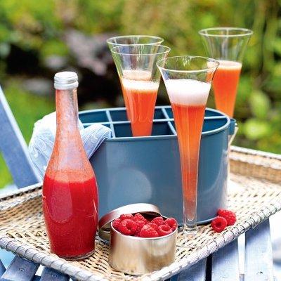 peach and raspberry cocktail