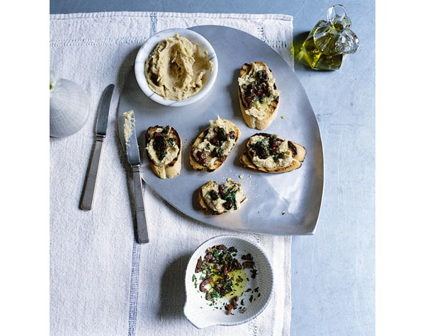 449139-1-eng-GB_crostini-with-white-bean-puree