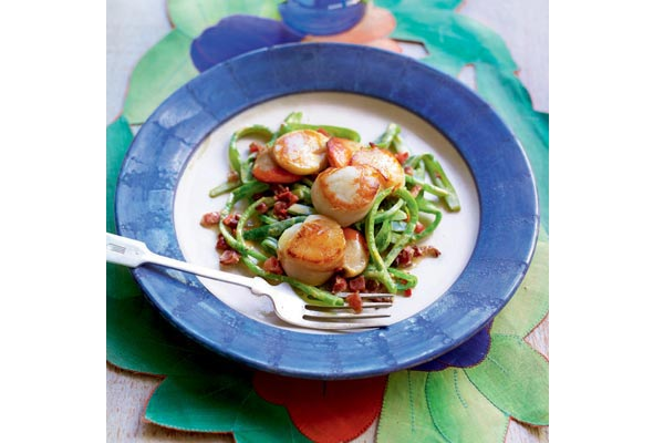 Pan-fried-scallops-with-runner-bean-'spaghetti'
