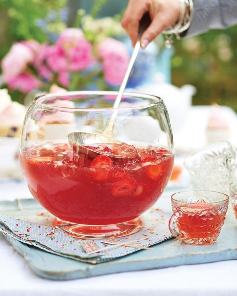 Gin and strawberry punch