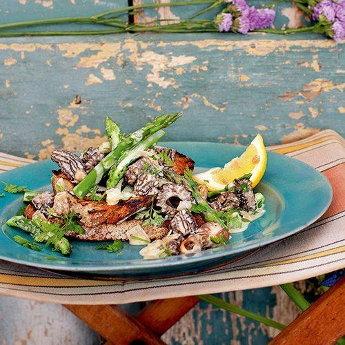 asparagus-and-mushrooms-on-toast