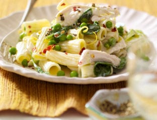 Creamy chicken, pea, leek and spinach pasta