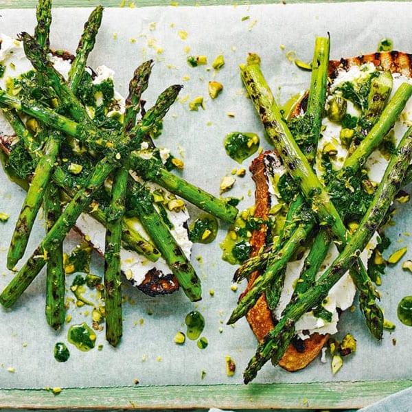 asparagus on toast