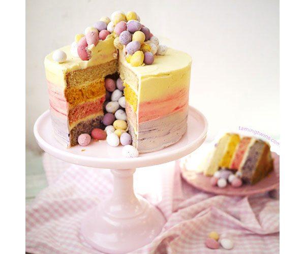 Mini-eggs-pinata-cake