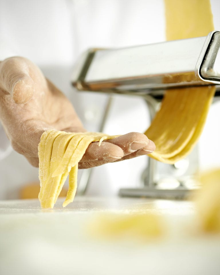 How to roll pasta using a pasta machine