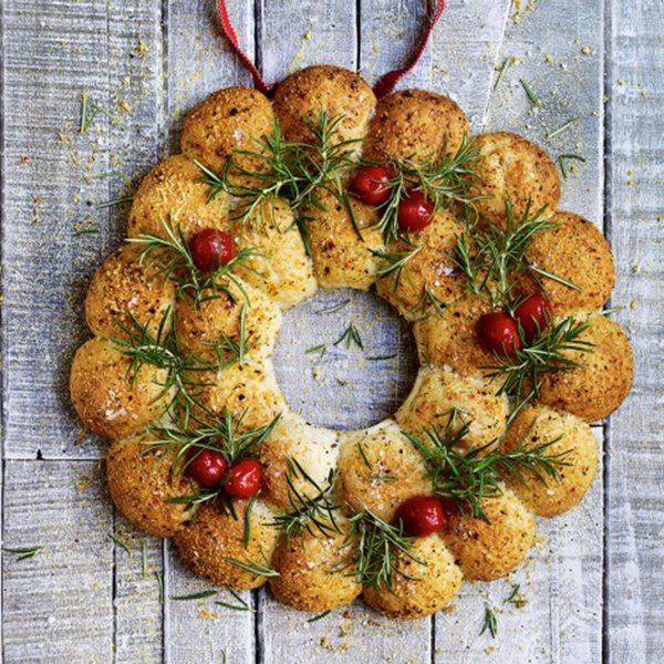 604952-1-eng-GB_cheese-bread-sharing-wreath-470x540