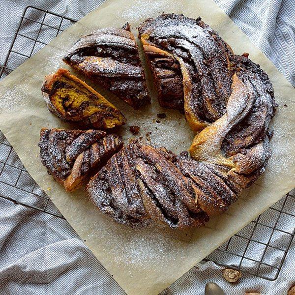 Chocolate-ginger-pumpkin-bread-wreath