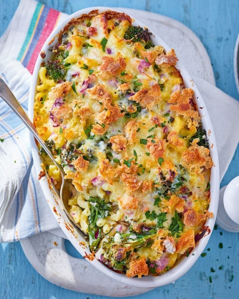 Crunchy-melty tuna and broccoli pasta bake – video