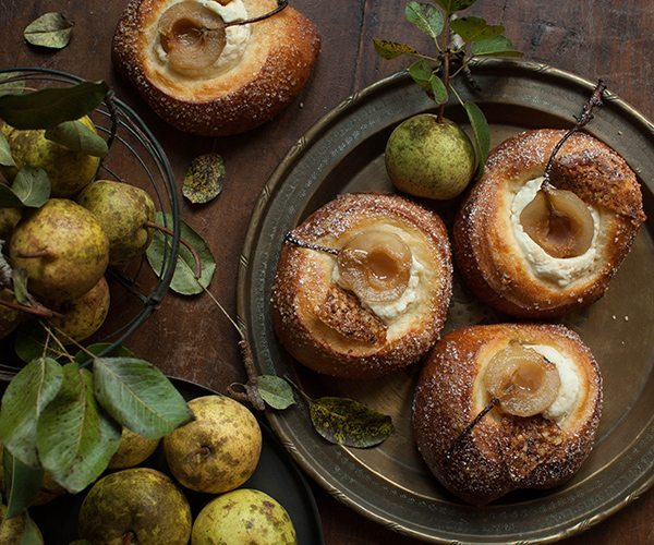 Portraiture_Linda-Taylor_Pastry-and-Pears_Hi-Res