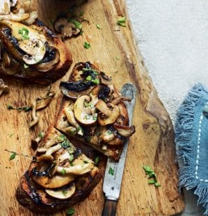 Garlic mushrooms on toast – video