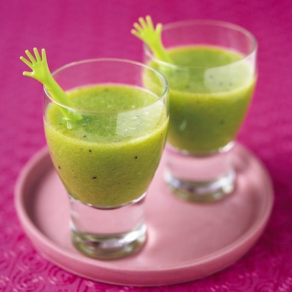 Kiwi, apple and mint juice