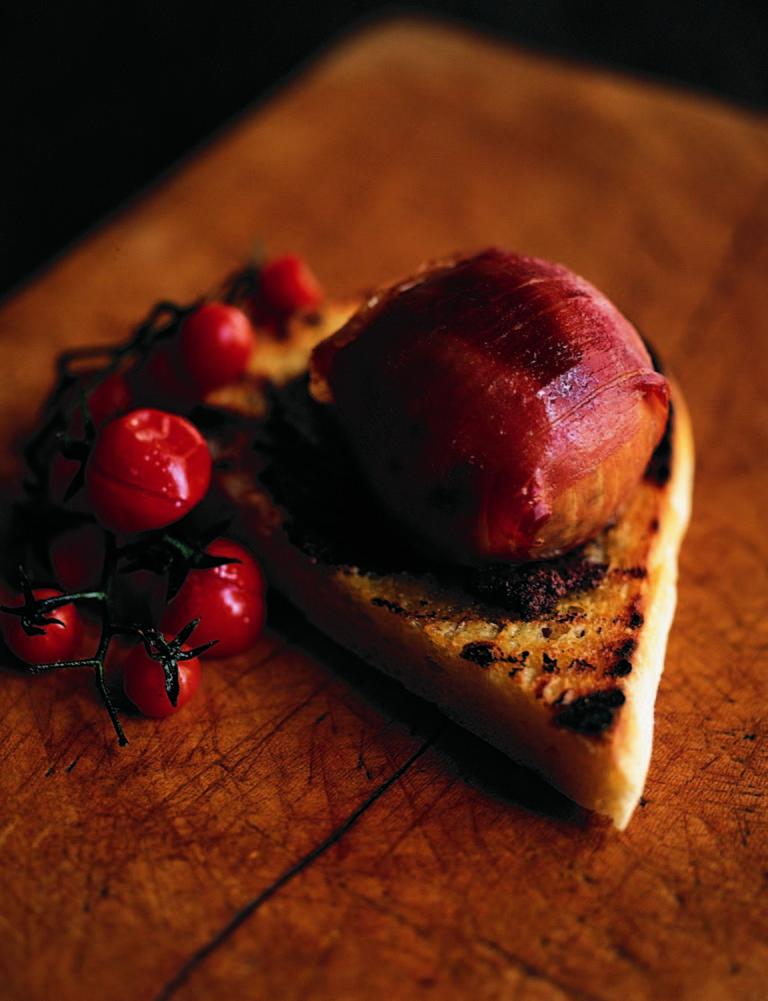 Grilled crottin in prosciutto