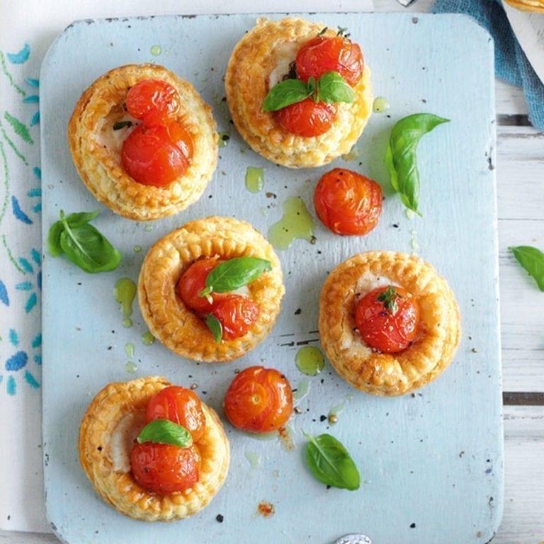 Tomato and mozzarella puffs