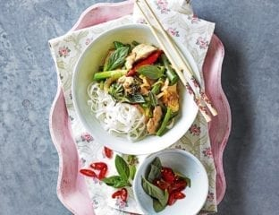 Chilli chicken stir-fry with beans and thai basil