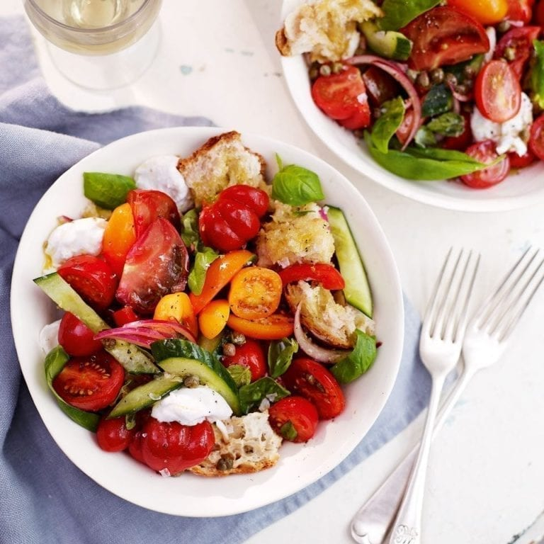 Tomato and bread salad with mozzarella