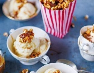 Caramel popcorn with nuts