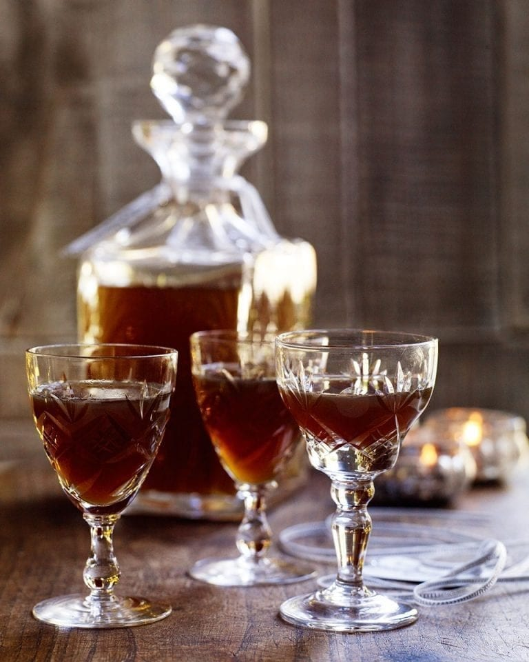 Spicy gingerbread vodka