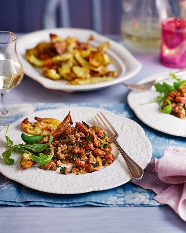 Steak tartare with crispy potato skins