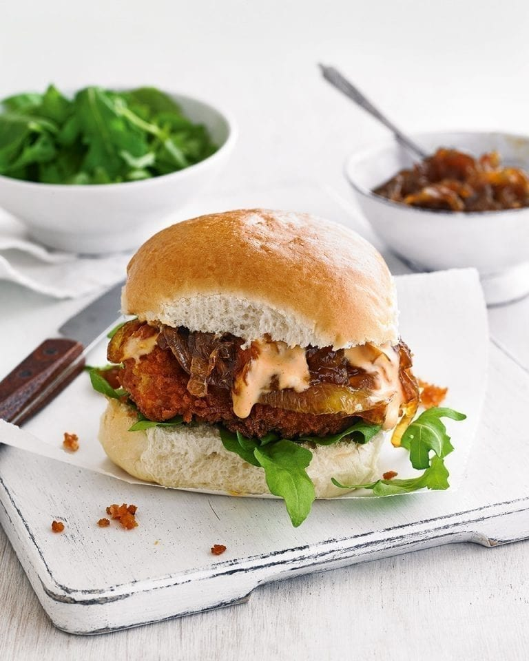 Chicken burgers with sweet onions