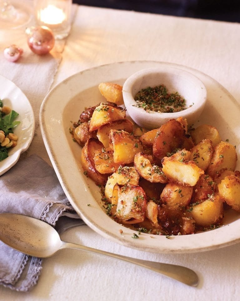 Roast potatoes and apples with bacon and herb salt