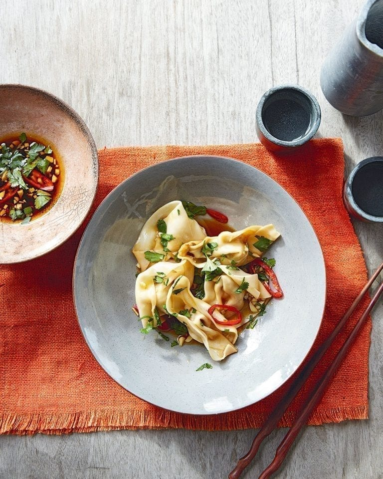 Poached wontons in chilli-garlic sauce