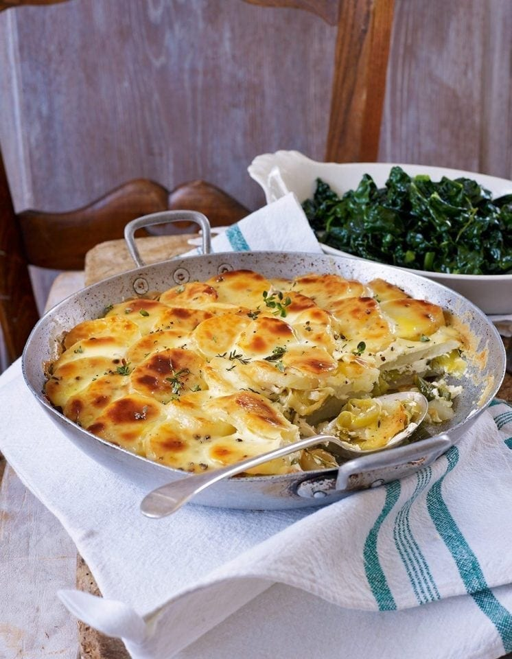 Gratin of potatoes and leeks with garlic and thyme