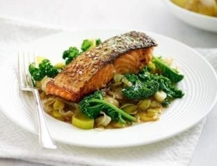 Quick pan-fried salmon with sweet-and-sour leeks