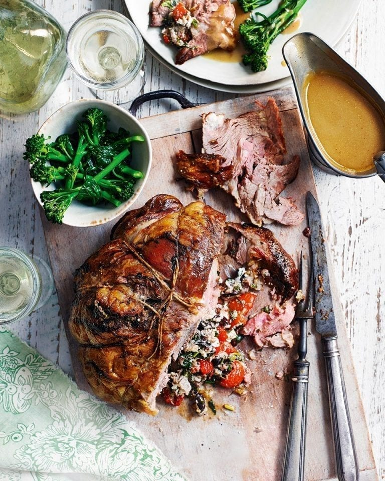 Lamb shoulder stuffed with tomatoes, goat's cheese and basil