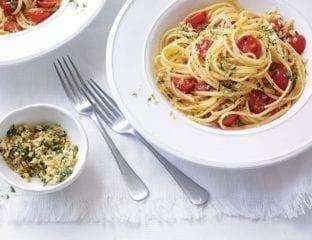 Fresh tomato linguine with parsley breadcrumbs