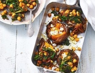 Baked sweet potatoes with spicy chickpeas