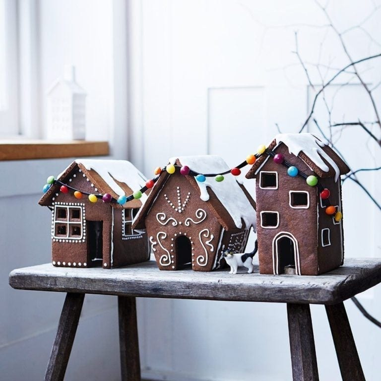 Simple Gingerbread House Recipe: Easy Gingerbread House