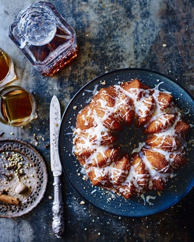 Spiced hot toddy cake