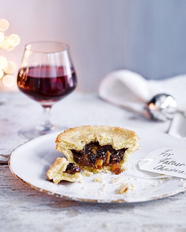 Mince pies with orange and almond pastry