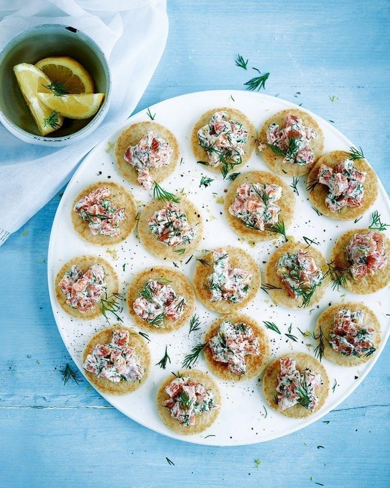 Salmon tartare blinis