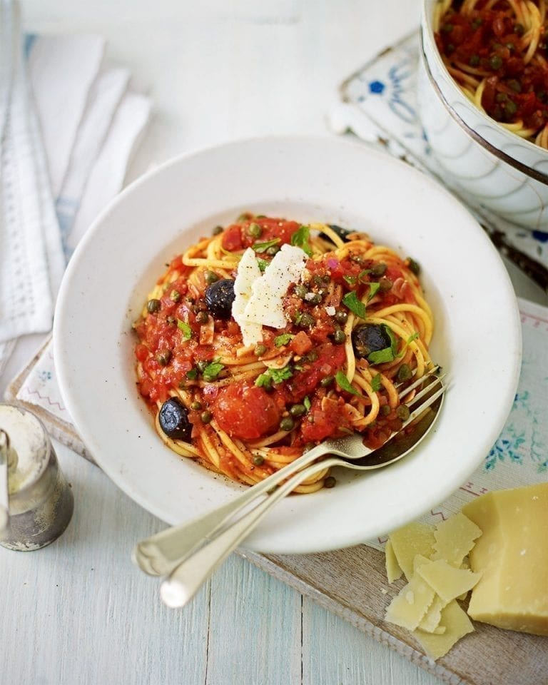 Vegetarian spaghetti alla puttanesca