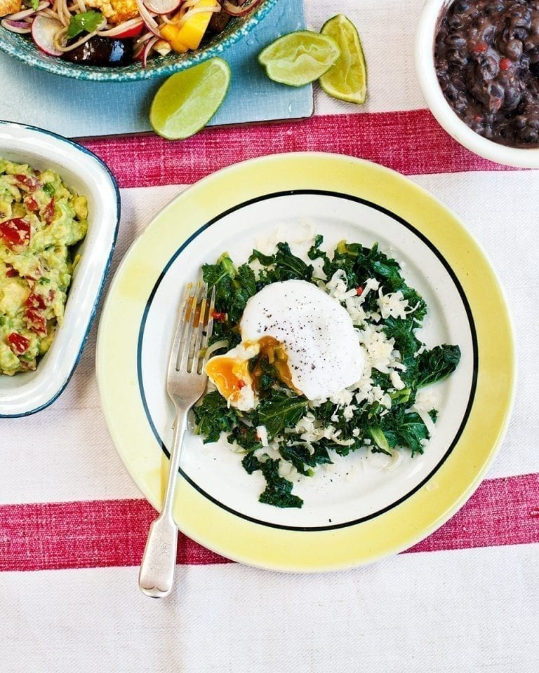Fried kale with black bean chilli and guacamole