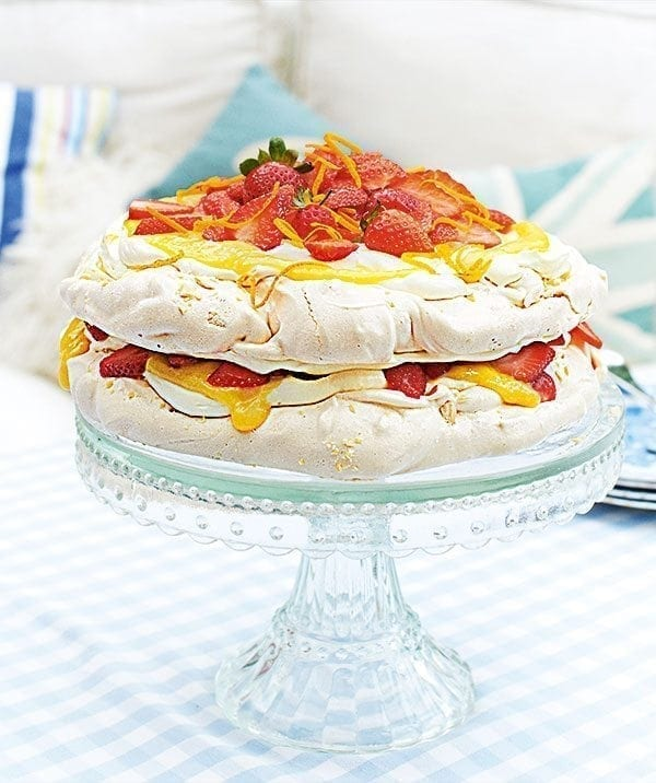 Strawberry, orange and almond meringue