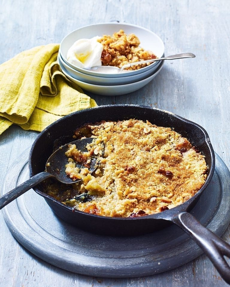 Toffee apple pan crumble