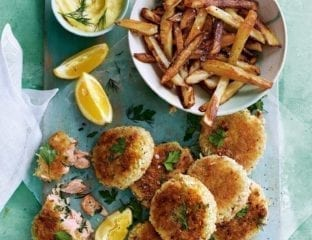 Hot-smoked salmon and parsley fishcakes with lemon mayonnaise and homemade chips
