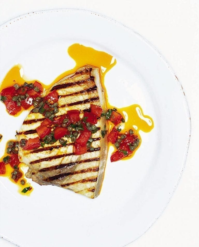 Quick tuna steaks with a tomato and caper dressing