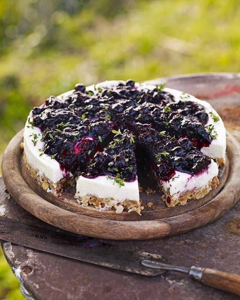 Blackcurrant, thyme and goat's cheese cake