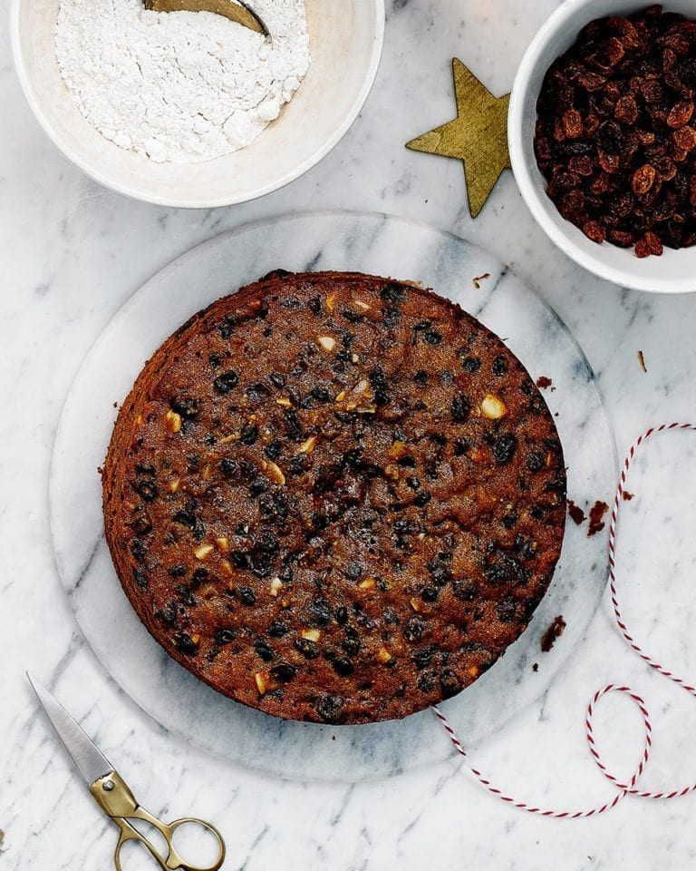 Whisky, fig and ginger Christmas cake