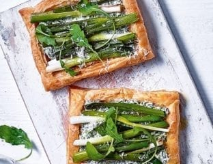 Spring onion and spinach tartlets