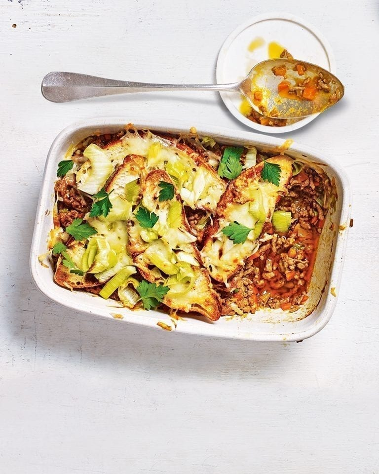 Shepherd's pie with cheesy leek crouton topping