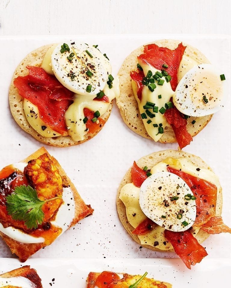 Bacon and egg blinis