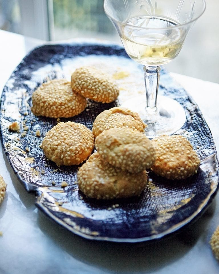 Blue cheese and sesame biscuits